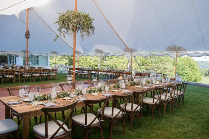 A lakeside wedding may be the choice for you after seeing these!